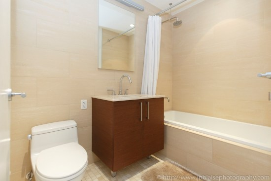 apartment-photographer-ny-two-bedroom-long-island-city-queens-bathroom-2