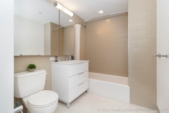 nyc real estate photographer apartment interior photo midtown manhattan bathroom
