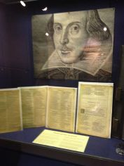Inside is an exhibition with fantastic detials on texts, Elizabethan theater and the town of London.