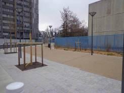 Parvis des écoles : Pavés granit, béton stabilisé