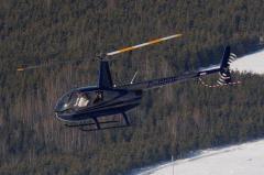Un Robinson R44 en vol