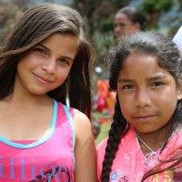 Campesinas-Ninas-Buga-Colombia