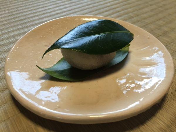 冬から初春にかけての和菓子 椿餅