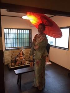 着物と番傘.JPG