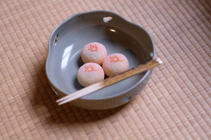 外国人観光客に京都で茶道体験。本物のお茶の心を。