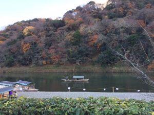 嵐山 川とボートの風景