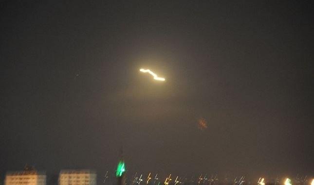 دفاعاتنا الجوية تتصدى لعدوان إسرائيلي بالصواريخ وتسقط العشرات منها