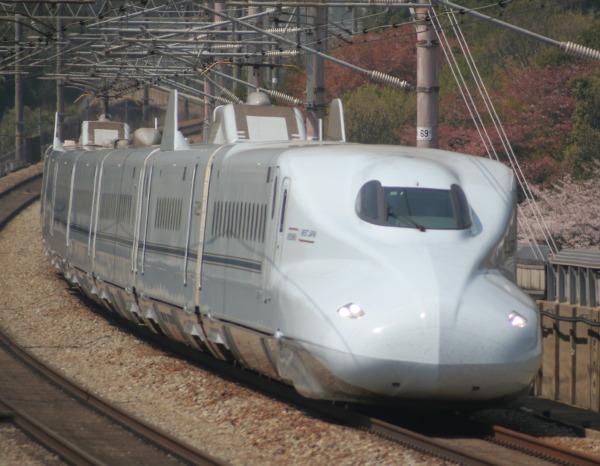 """Kyushu Shinkansen """"Mizuho"""" and """"Sakura"""" which run between Shin-Osaka, Hiroshima, Hakata, Kumamoto and Kagoshima"""