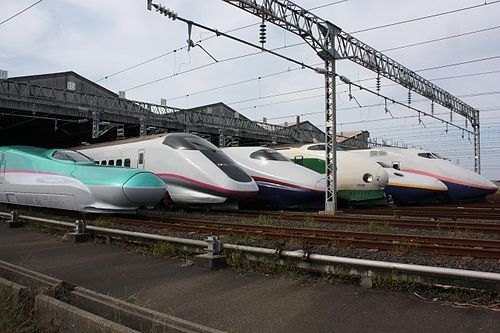 Compare interior of Tohoku Shinkansen Hayabusa with Hayate