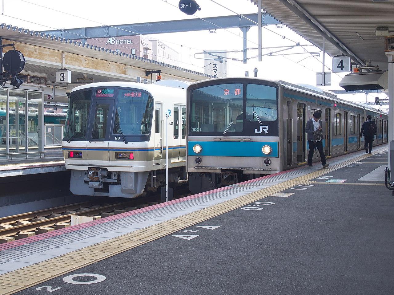 221 series Yamatoji rapid at Nara station