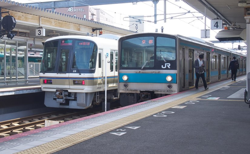 221 series Yamatoji rapid at Nara station