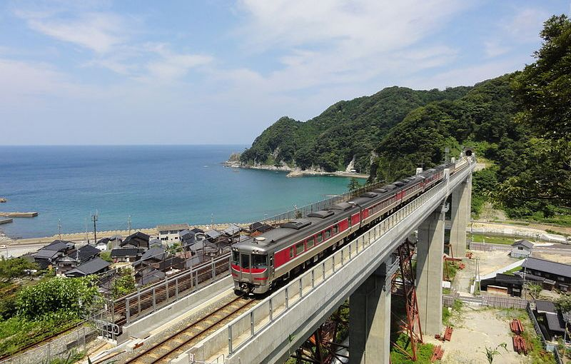 The limited express Hamakaze for access to Tottori, Hamasaka, Kasumi from Osaka, Kobe and Himeji with no extra charge by JR Pass