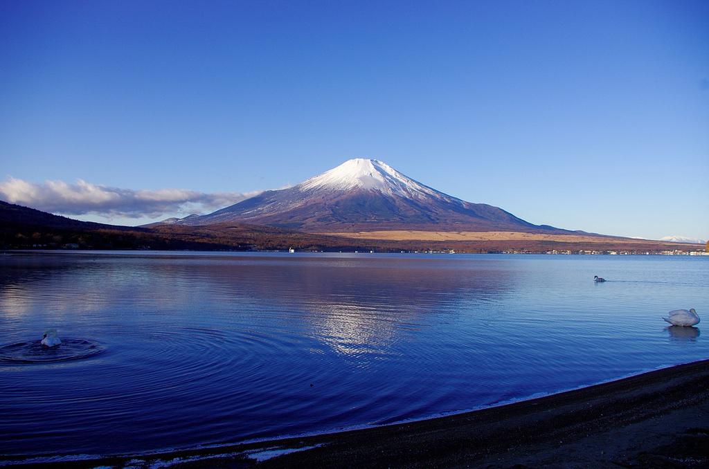 湖にうつる富士山もまた絶景!山梨の「山中湖」について - JPTRP.COM