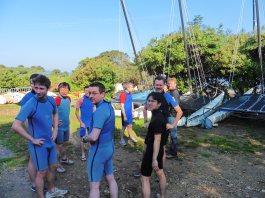 A few nervous smiles prior to our kayak excursion (1/4)