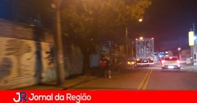 Caminhão derruba fiação de dados na rua do Retiro