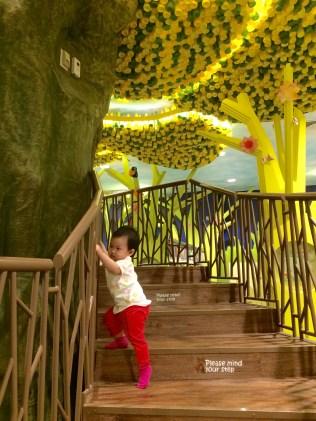 NLB Treehouse climbing