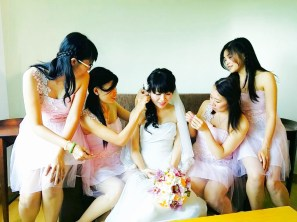 VA and her bridesmaids.