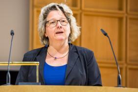 Svenja Schulze, NRW-Wissenschaftsministerin eröffnet die Veranstaltung mit einem Grußwort.