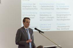 Mirko Salomon, IKT, erläutert das Konzept des Starkregen-Forschungsprojekts. (Foto: IKT)