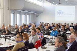 Großes Interesse: Mehr als 90 Vertreter von Stadtentwässerungsbetrieben informierten sich in Rheda-Wiedenbrück über das geplante Forschungsprojekt. (Foto: IKT)