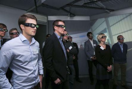 Virtuelle Inbetriebnahme in der RIF - Panoramaprojektion : bereits in frühen Planungsphasen ein realgetreue r Eindruck zukünftige r Servicerobotik-Lösungen.