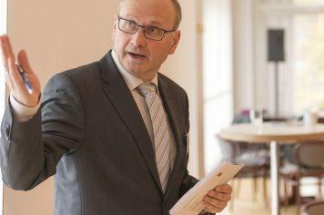 Lehrgangsleiter: Dipl.-Ing. Marco Schlüter befasst sich im Kommunalen Netzwerk intensiv mit der Starkregenvorsorge. Foto: IKT