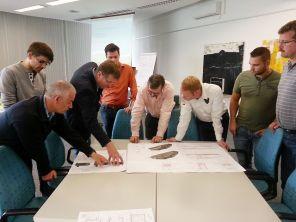 Planen: Gemeinsam arbeiten die Teilnehmer an innovativen Lösungen. Foto: IKT