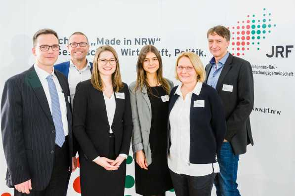V.l.n.r. Prof. Dr. Dieter Bathen, Prof. Dr. Uwe Schneidewind, Ramona Fels, Marijana Todorovic, Daniela Krahl, Prof. Dr. Rainer Meckenstock