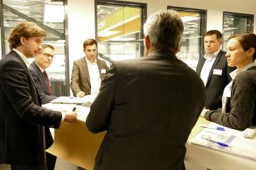 """Teamwork ist gefragt beim interaktiven Erlebnisforum """"Design Thinking"""" von Ahorner & Partner beim 21. Aachener Dienstleistungsforum [© FIR an der RWTH Aachen]"""