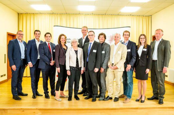 v.l.n.r.: Prof. Dr. Uwe Schneidewind, Markus Dehn, Thomas Schmalen, Edda Dammmüller, Prof. Dr. Angelika Heinzel, Prof. Dr. Günther Schuh, Prof. Dr. Dieter Bathen, Dr. Dirk Wittowsky, Prof. Dr. Stefan Bratzel, Benjamin Friedhoff, Ramona Fels, Udo Sieverding