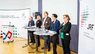 V.l.n.r.: Oscar Reutter, Clara Utsch, Ralf Zimmer-Hegmann, Prof. Dr. Christa Liedtke, Eva Wascher