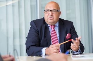 """IKT-Geschäftsführer Roland W. Waniek: """"Wir bleiben mit Ihnen kontaktlos in Kontakt."""""""