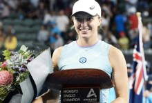 Adelaide World: Iga Swiatek Eases Previous Belinda Bencic To Grasp Title