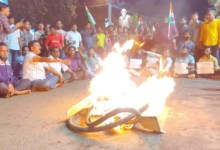 TMC workers burn tyres to issue alleged attack on Mamata Banerjee in Nandigram