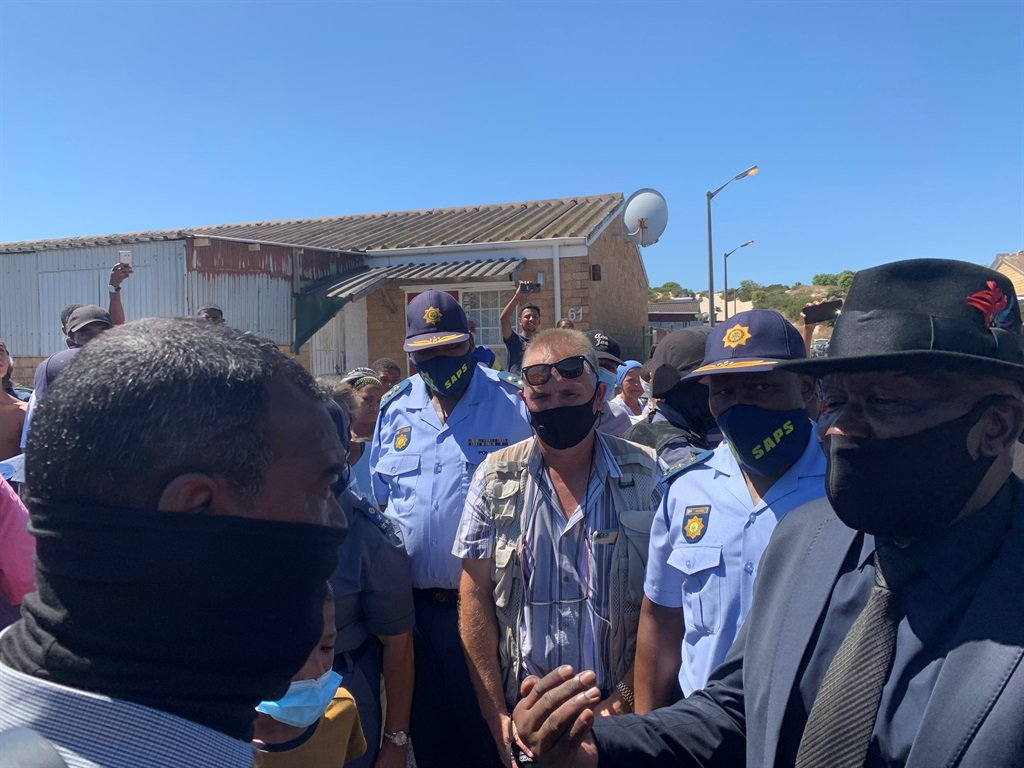 News24.com | Mitchells Plain residents give Bheki Cele a frosty welcome: 'The government is five days late'