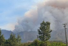 News24.com | PICS | Jonkershoek Valley fire 'still raging out of control'