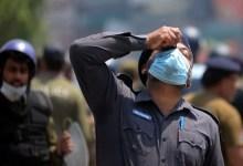 पाकिस्तान पुलिस और रेंजर्स को फ्रांस विरोधी विरोध के रूप में बंधक बना लिया गया है