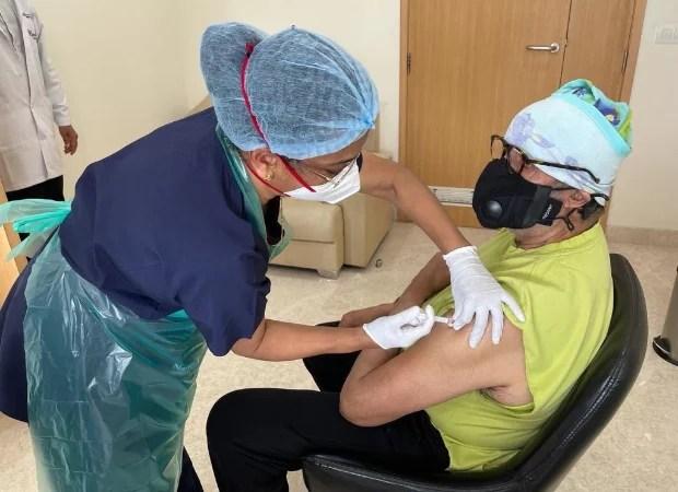 अमिताभ बच्चन ने ली COVID-19 वैक्सीन की दूसरी खुराक;  कहते हैं, 'रास्ते में 10 वेंटिलेटर, 50 ऑक्सीजन कंसंट्रेटर पहुंचाए'