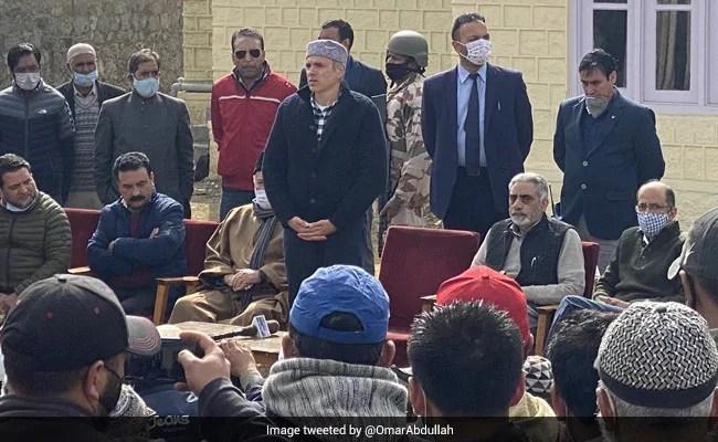 पीएम मोदी के साथ बैठक में भाग लेने के बारे में जम्मू-कश्मीर के दल विचार करने के बाद फैसला लेंगे