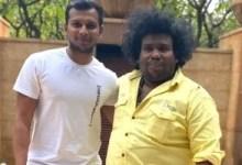 योगी बाबू अपने पुराने दोस्त क्रिकेटर नटराजन से मिले