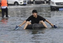 चीन टाइफून इन-फा के लिए तैयार है क्योंकि यह बाढ़ से होने वाले नुकसान को साफ करता है