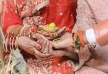 ससुराल के गेट पर खड़ी थी विवाहिता, गाड़ी लेकर आया प्रेमी, बैठी और साथ में चली गई; डेढ़ महीने पूर्व ही हुई थी शादी, दूल्हा पुलिस के पास दौड़ रहा