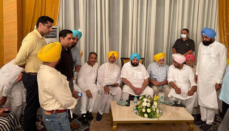 Amarinder Singh, aides host dinner meeting with 58 MLAs and 8 MPs amid Punjab power tussle