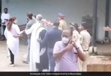सिद्धार्थ शुक्ला की अंतिम विदाई में पुलिसकर्मियों से भिड़ गईं संभावना सेठ, देखें Video