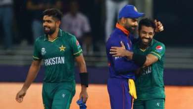 Watch: Virat Kohli hugs Mohammad Rizwan, Babar Azam, fans ask Indian skipper 'kitni baar dil jeetoge'