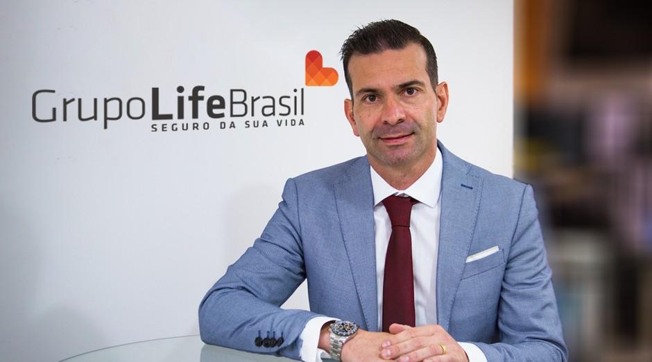 PEGN destaca Alberto Júnior por faturar R$ 30 milhões com a venda de seguros de vida