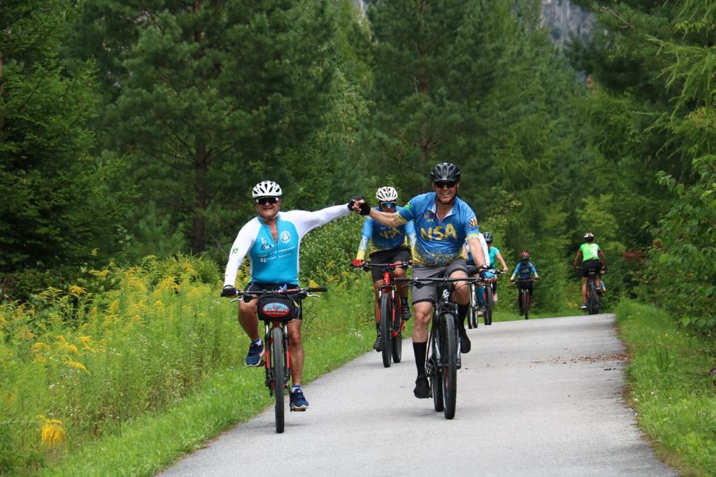 Corretor cria rede de ciclistas e impulsiona venda de seguros