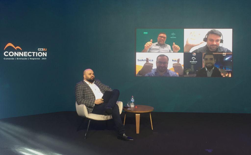 """Painel """"Saúde digital: as novas demandas do consumidor de planos de saúde"""", mediado por Fabio Izoton, ex-presidente do CCS-RJ / Divulgação"""