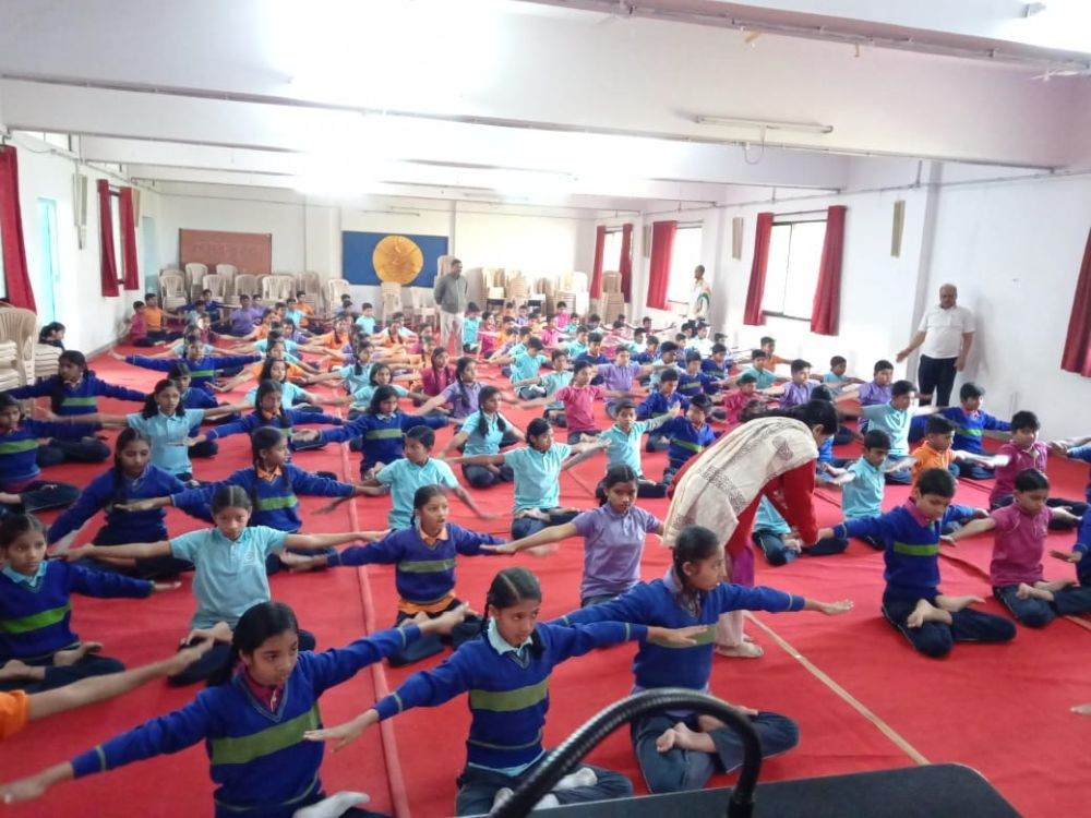 Mundle-Public-school-21-12-19-Inter-school-yoga-competition-training-2019-2