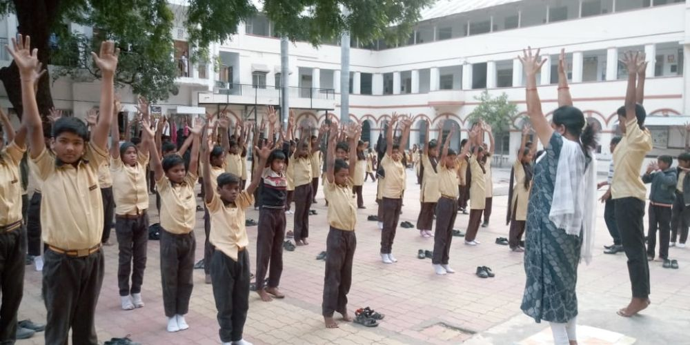 New-English-high-school-mahal-30-12-19-Inter-school-yoga-competition-training-2019